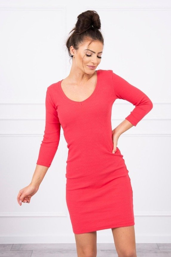 Dress fitted with neckline raspberry
