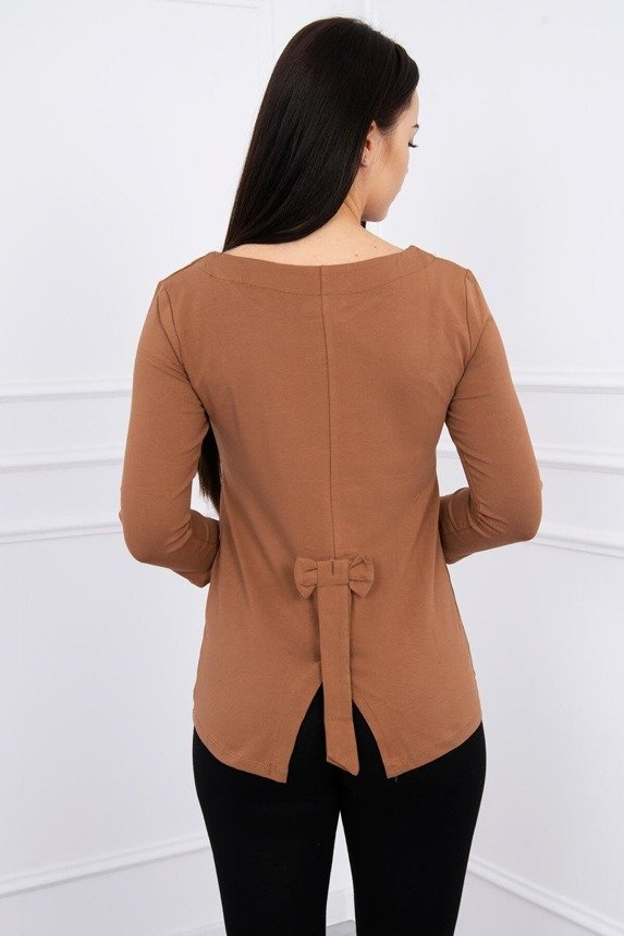 A blouse with a bow at the back, foxy