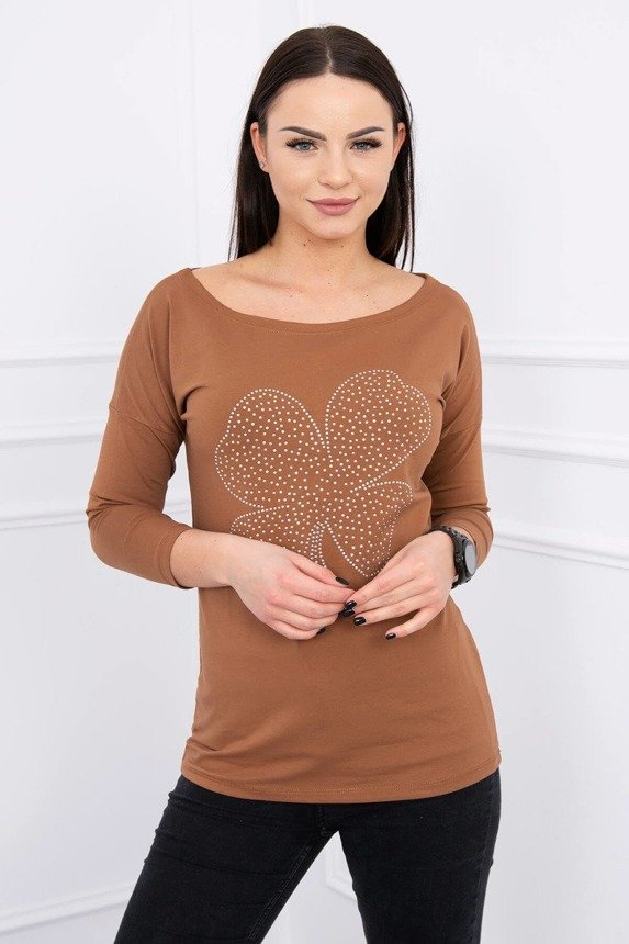 A blouse with a clover, foxy