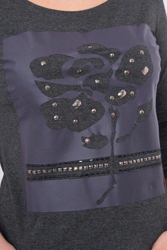 A blouse with a rose and hobnails, melange