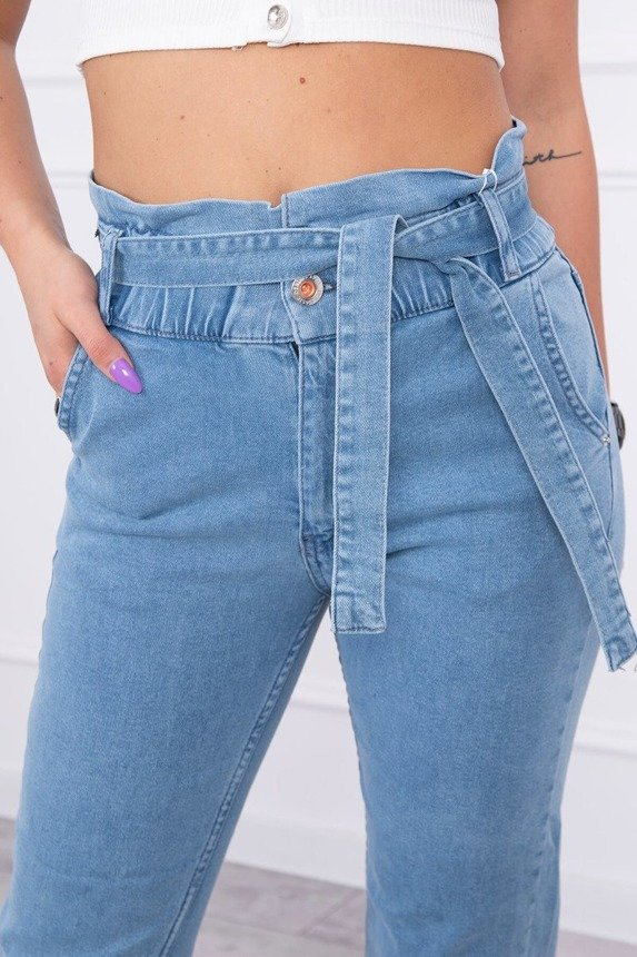 Tied jeans with high waist