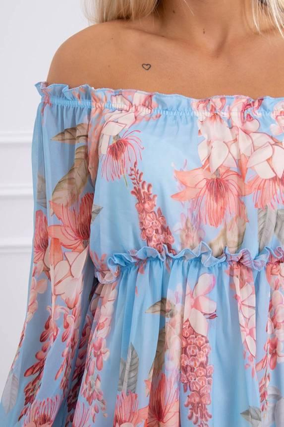 Modré šaty so vzorom kvetov s odhalenými ramenami
